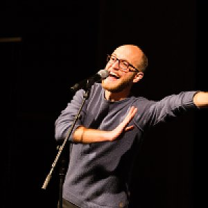 Alex Burkhard ist Poetry Slam-Meister 2017